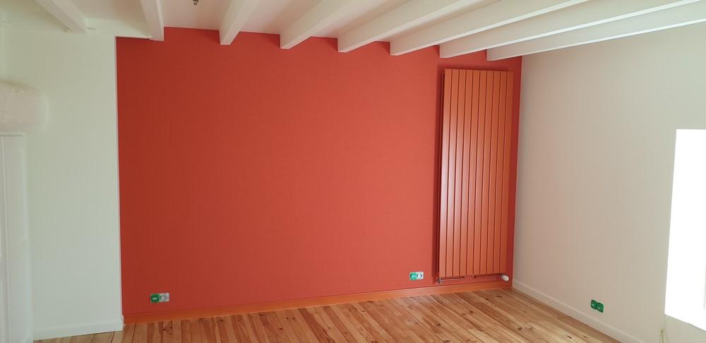 Maison Corenc rénovation complète chambre à coucher après travaux peinture farrow ball orange et blanc