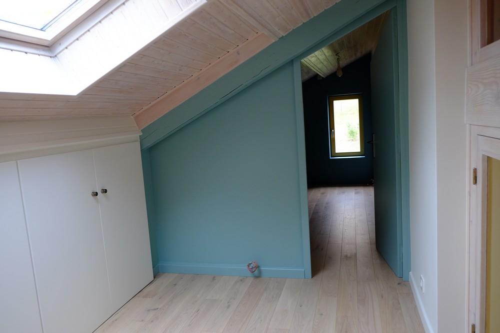 Maison-Corenc-application-peinture-farrow-ball-mur-chambre-porte-ouverte