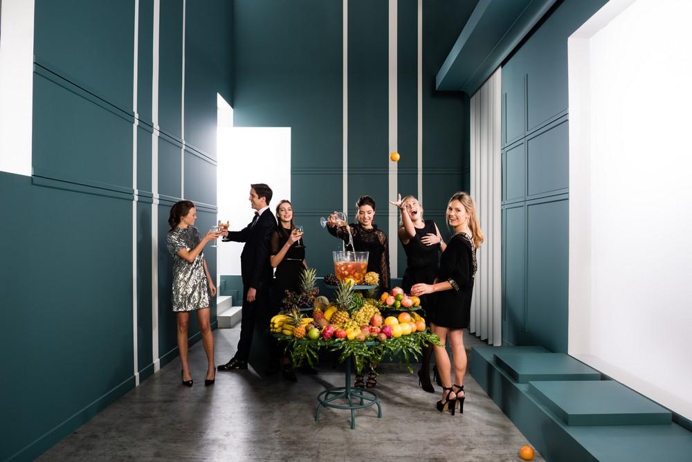 Renovasam-grenoble-Orac-deco-salon-avec-hommes-et-femmes-reception-tenue-soiree